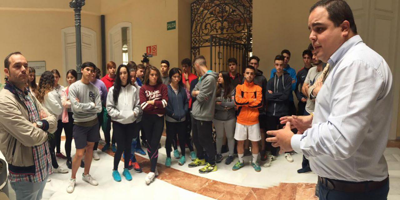 Una treintena de estudiantes visita el área de Urbanismo