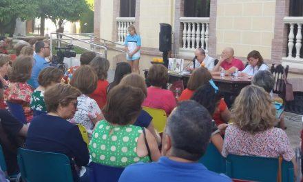 El escritor Alejandro Palomas participa en el encuentro de clausura de los clubs de lectura de Martos
