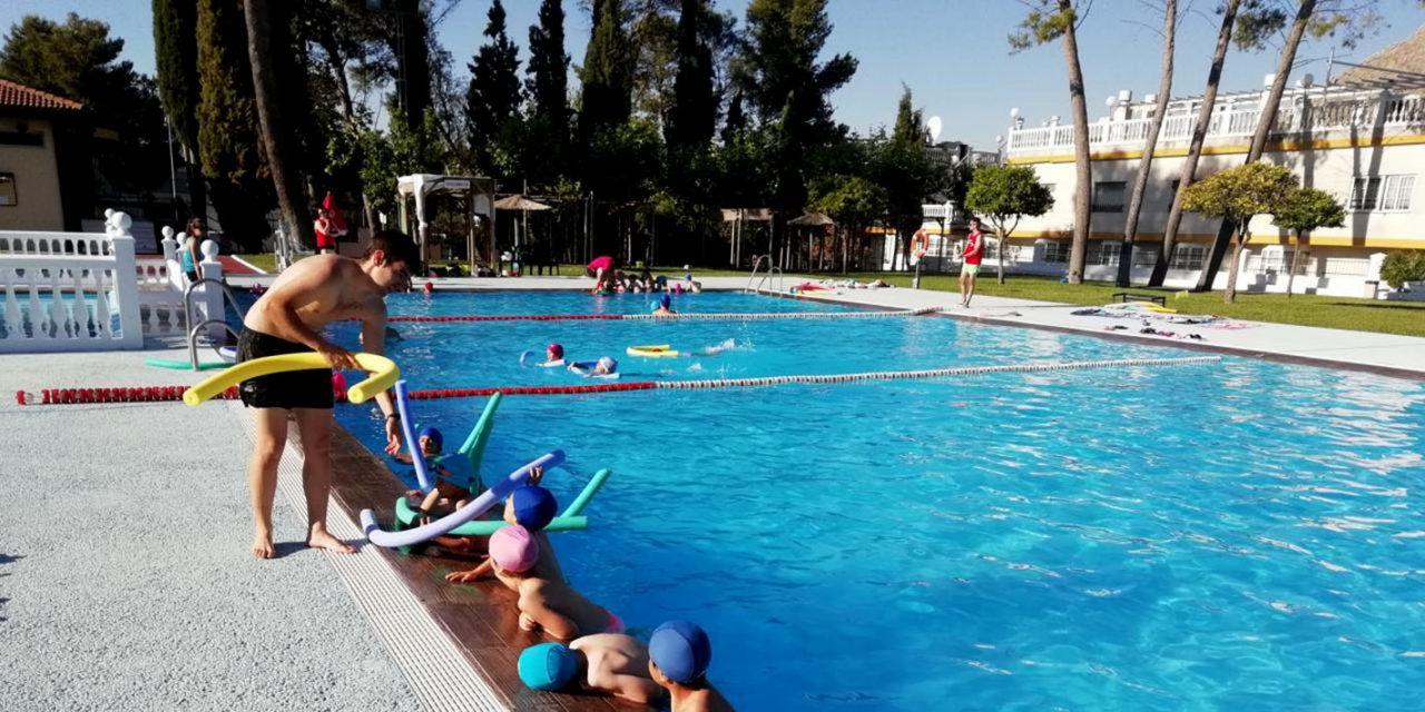 Más de medio millar de personas se inscriben en los cursos de natación