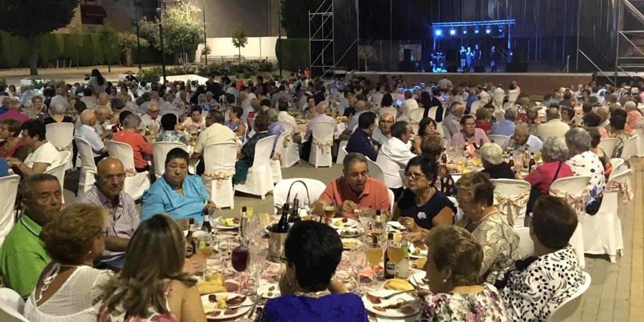 Cerca de 600 personas participan en la cena homenaje a los mayores de Martos