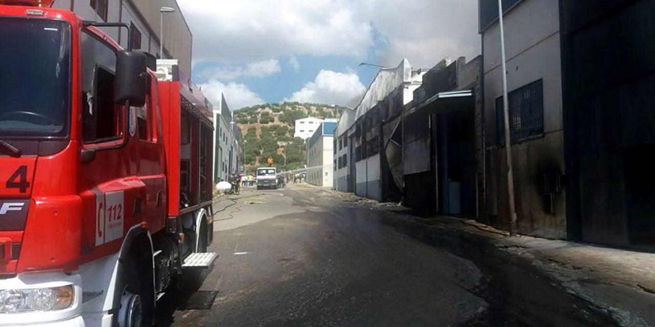 Un herido y cuatro naves afectadas por un incendio en Fuensanta de Martos