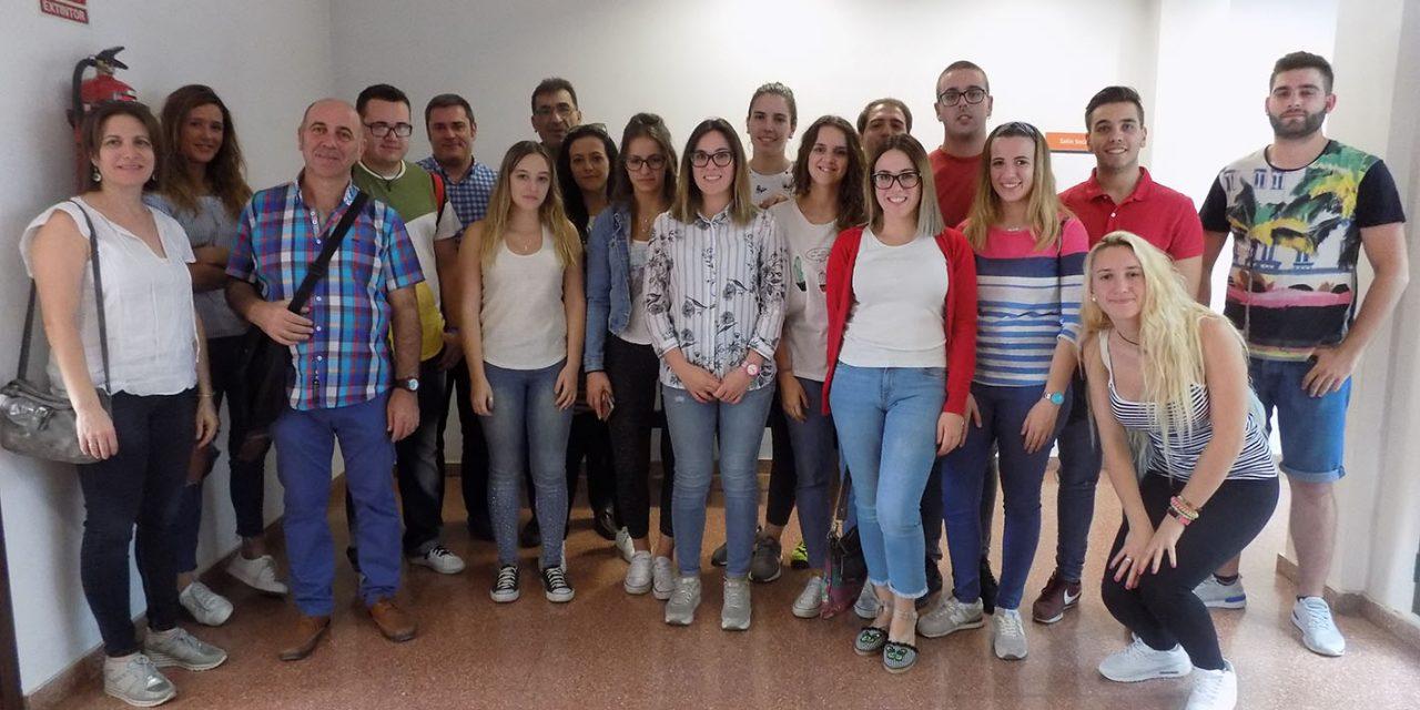 Alumnos del IES San Felipe Neri visitan la oficina municipal de Gestión y Recaudación