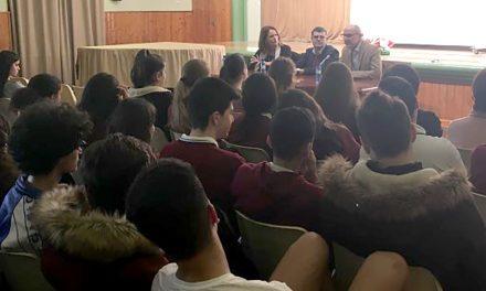 Escolares del centro San Antonio asisten a una charla sobre la Constitución