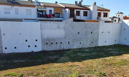 El Ayuntamiento de Martos hace un llamamiento para que se cumpla la limpieza y vallado de solares tras haber incoado más de un centenar de expedientes