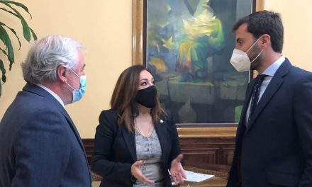 La subdelegada destaca el compromiso del Gobierno de España con los proyectos de emprendimiento vinculados al sector del plástico